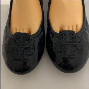 Auth Tory Burch signature patent leather flats 9
